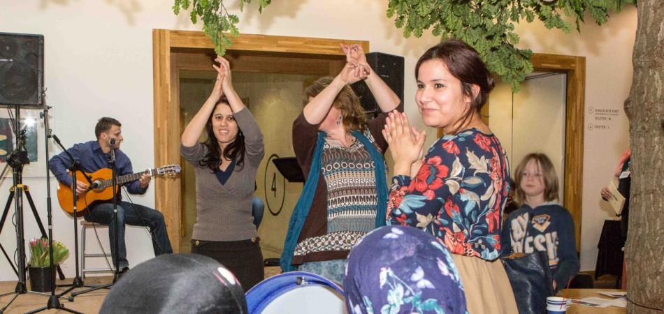 Kleur brengt vrouwen samen bij Women Unlimited